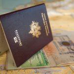Pasaporte colombiano sobre documentos. contratación y desvinculación de trabajadores extranjeros